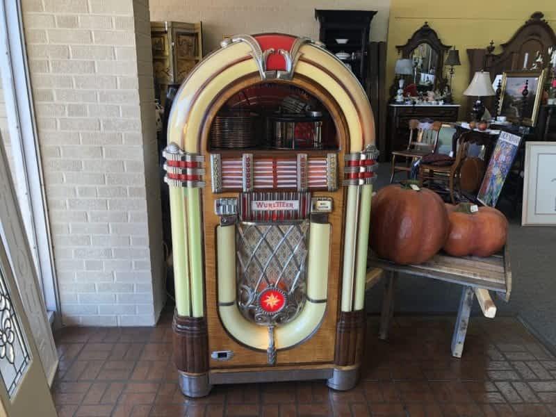 Wurlitzer Antique Juke Box